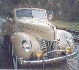 77k photo of 1940 Ford V8 DeLuxe convertible