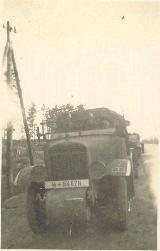 47k (VII-VIII 1941) photo of Unic P107 SS anti-aircraft gun tractor, USSR
